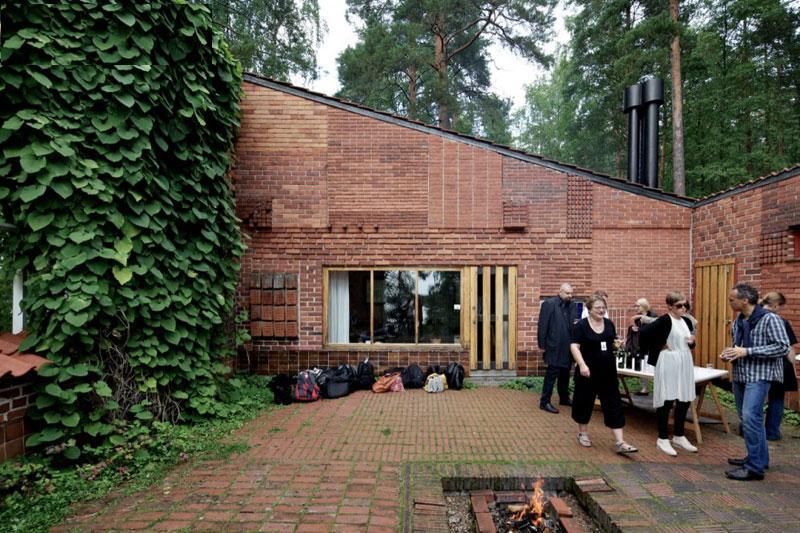 http://www.uplooder.net/img/image/100/073a65fa212a03adfbb60fe706ffae79/Muuratsalo-Experimental-House-010.jpg