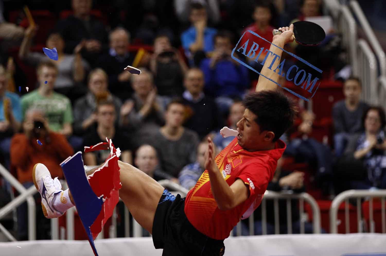 جام جهانی در دوسلدورف / ژانگ جیک قهرمان شد / برخورد فدراسیون جهانی با قهرمان المپیک