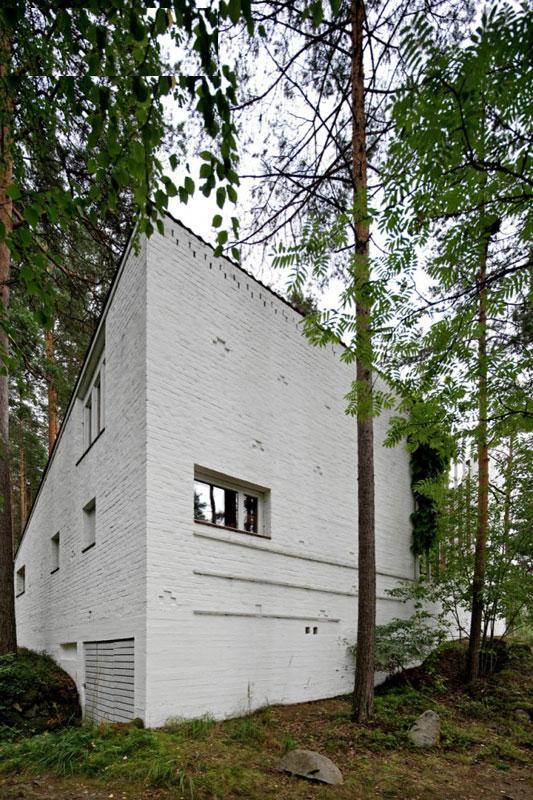 http://www.uplooder.net/img/image/18/863799423bfb778144ec219e69240d05/Muuratsalo-Experimental-House-005.jpg