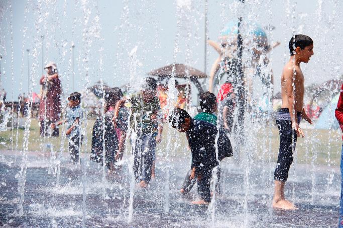 آب بازی کودکان نوروزی در پارک وحدت سیراف-دوم فروردین۹۷/تصاویر