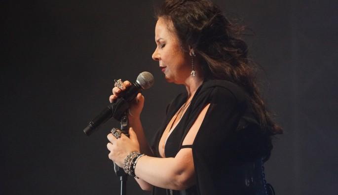 دانلود آهنگ آذربایجانی sebnem-ferah-vazgectim-dunyadan-2016