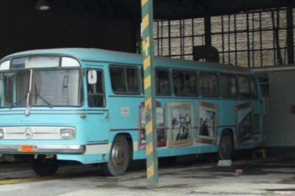 اتوبوس قدیمی منازل و پمپ استیشن