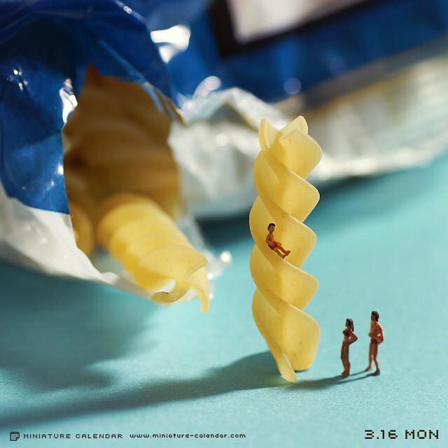 http://www.uplooder.net/img/image/42/7febabc1b2a92df886234271144c281e/diorama-miniature-calendar-art-every-day-tanaka-tatsuya-161.jpg