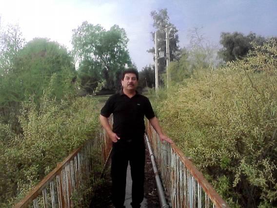 پل حاشیه رودخانه.آقای خزایی از دوستان قدیم