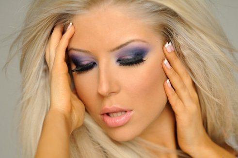 http://www.uplooder.net/img/image/48/e1b7574f43776d00ee4d1bc680156e26/makeup_2_www.200model.blogfa.com.jpg