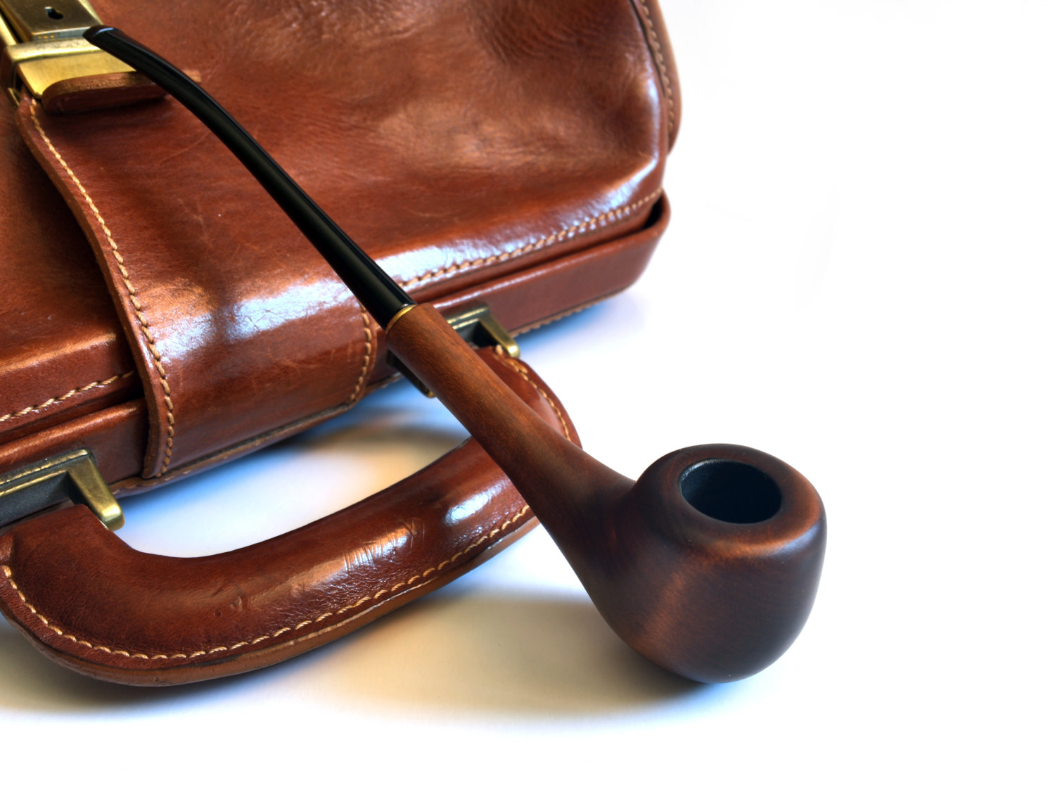 [تصویر:  Smoking-Pipes-Desktop-Wallpaper-HD.jpg]