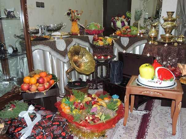 در اوردن لباسملکه کی نماشا لیست-وسایل-شب-یلدا-برای-عروس
