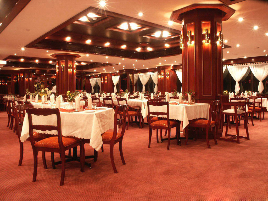 para s shiraz (2) رستوران لوتوس شیراز