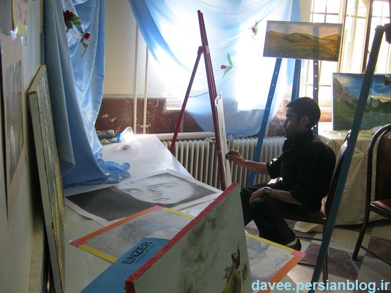 عبدالرضا حدادی درحال نقاشی
