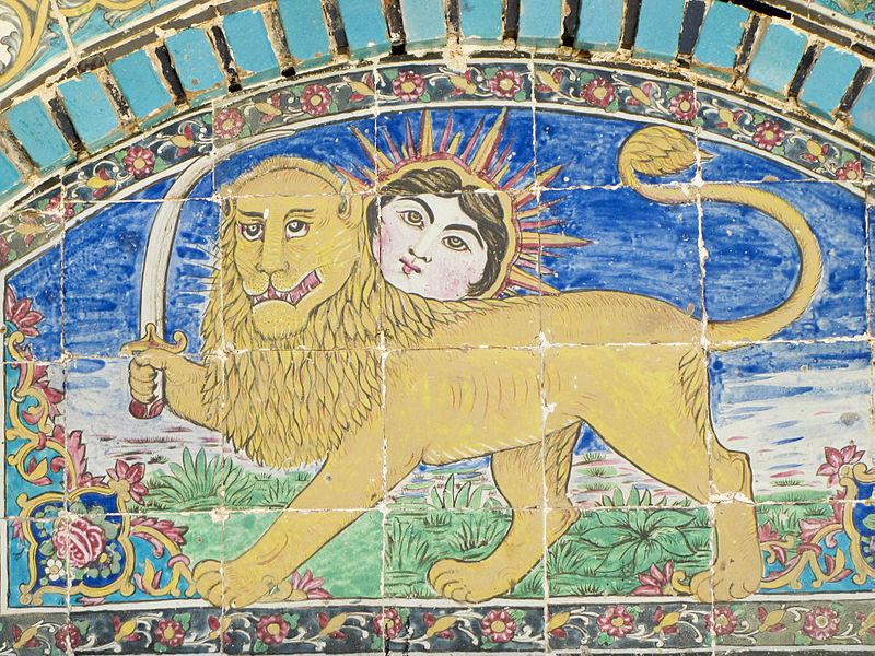 نشان شیر و خورشید در تکیه معاون الملک کرمانشاه از سال ۱۲۸۰ شمسی
