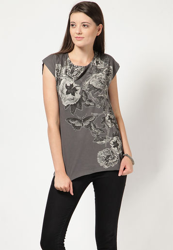 http://www.uplooder.net/img/image/9/aef3e3bd91d6b87252eeb71ab4fea0af/United-Colors-of-Benetton-Grey-T-Shirts-0398-473953-1-product2.jpg