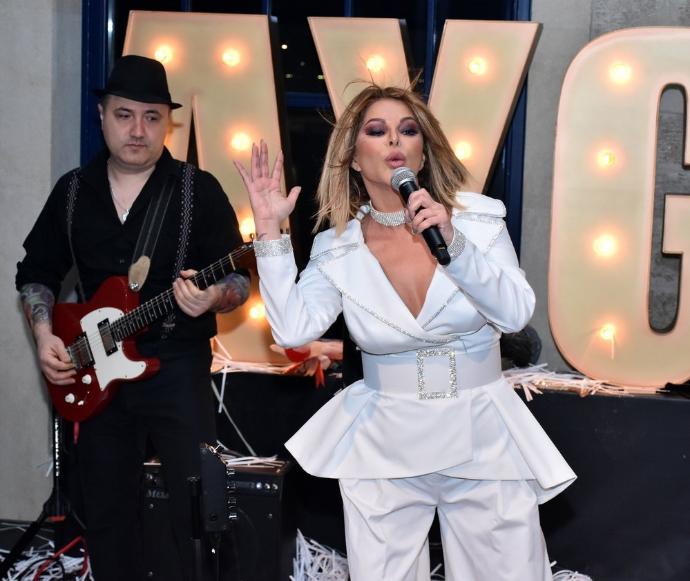 دانلود آهنگ Aygün Kazımova بنام Kim Dinlər Sizi موزیک جدید 2019 Yeni Mp3